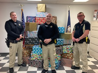 Radford Sheriff's Office distributes Christmas gift boxes